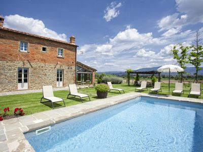 Photo for Luxury villa in the Cortona countryside with swimming pool