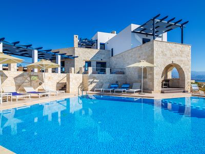 Photo for 6-bdrm Deluxe Villa with PRVT heated Pool & stunning Views