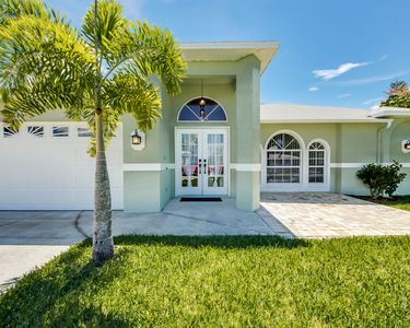Photo for Beautiful rental vacation home located in the desirable south Cape Coral