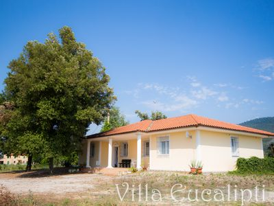 Photo for Detached villa with 4 bedrooms and 2 bathrooms, private park 900 meters from the sea
