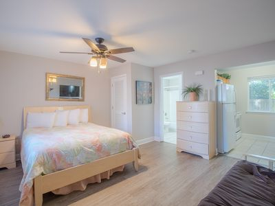 Photo for Comfortable 1 BR near Beach w/ WiFi, Gym & Complex Pool Access