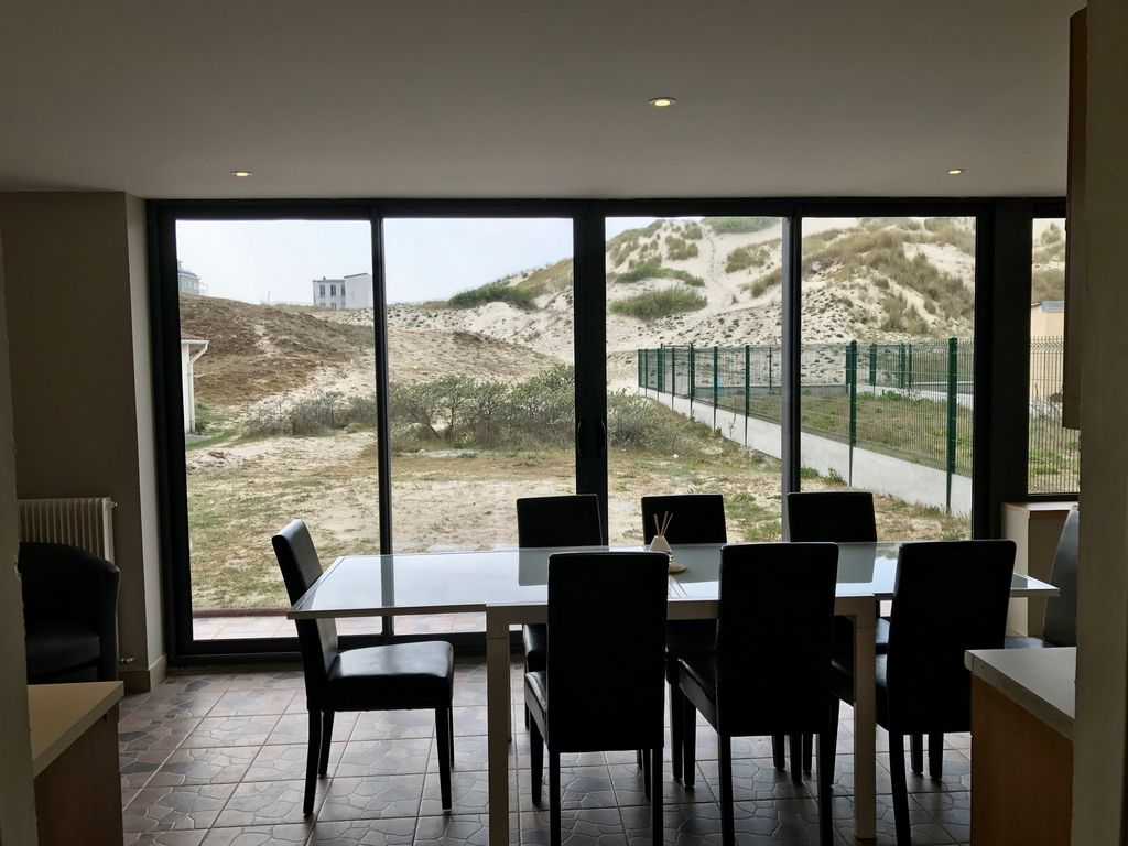 berck beach house overlooking the dunes garden 8 to 10. Black Bedroom Furniture Sets. Home Design Ideas