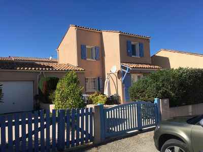 Photo for Cozy house in a residence with pool on the outskirts of Saint Pierre la Mer