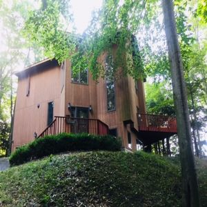 Beautiful hillside home nestled in a quiet forest setting, 3 min walk to lake