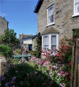 Photo for Comfortable family/pet friendly cottage in central Marazion near sandy beach