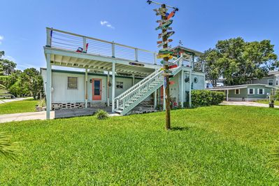 Soak up Florida Sun from 'The Upper Deck' vacation rental house in Homosassa!