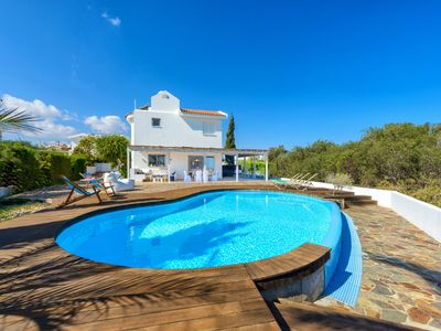 Photo for 3 bedroom villa with private swimming pool, a well equipped cozy holiday home