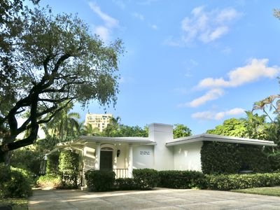 Photo for Two blocks to Beach & Walk to Restaurants Best Location Fort Lauderdale