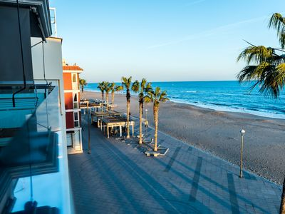 Photo for Aparthotel 10m beach & restaurants and 45min train to BCN