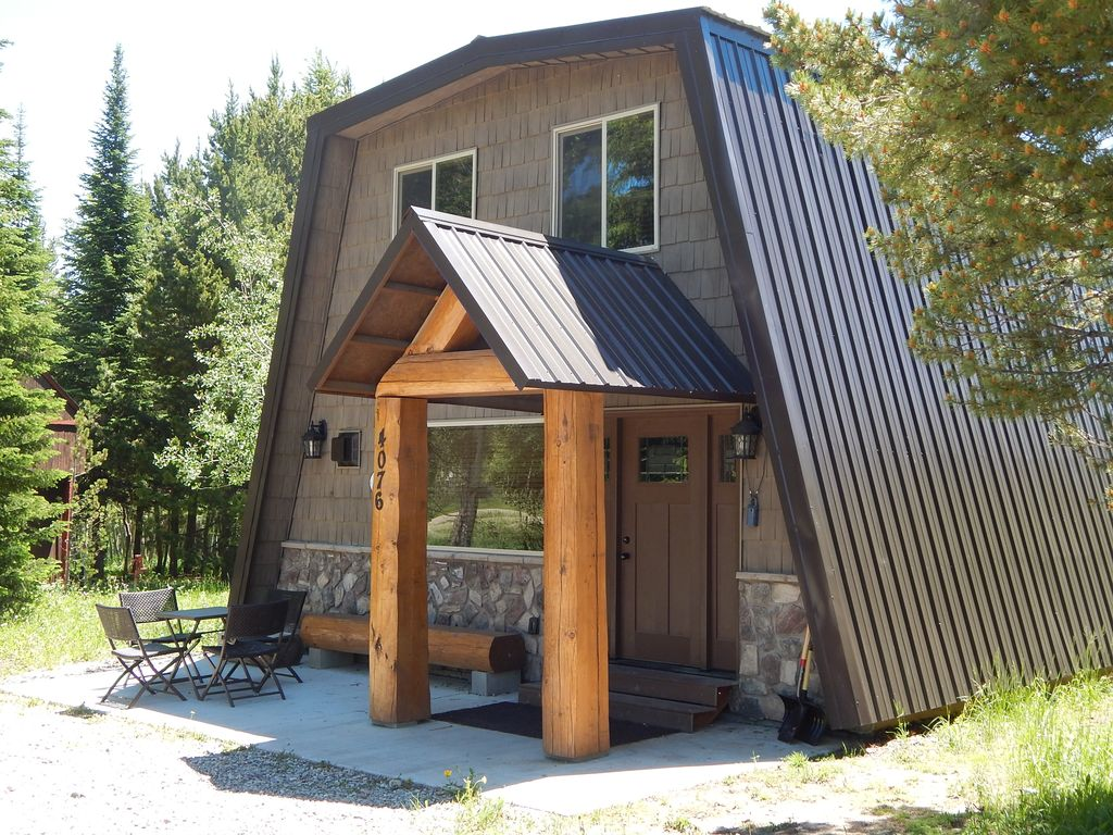 Yellowstone park cabin clean cozy cabin vrbo for Cabin yellowstone park