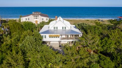 Photo for Spectacular Oceanfront Living with an Inviting Kitchen Perfect for Entertaining