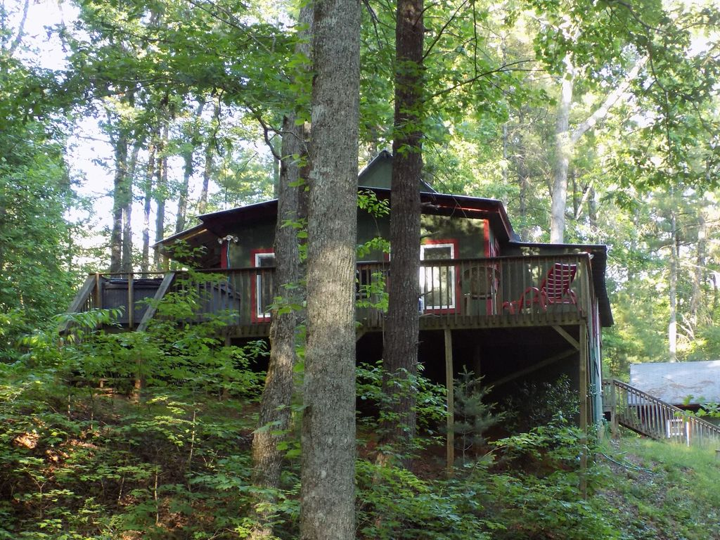 Private and secluded sleeps 7 cabin w hiking trails hot for Cabin rentals near hiking trails