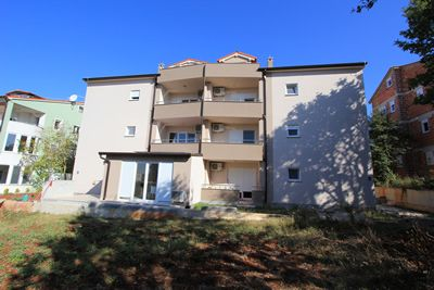 Photo for Accommodation in Medulin with bedroom, bathroom, washing machine, kitchen, air conditioning and terrace
