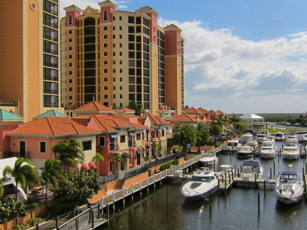 Luxurious 3BR/ End Unit Condo in Beautiful ... - VRBO