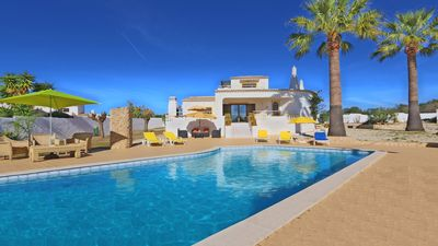 Photo for 3 Bedroom, Holiday Detached villa with swimming pool, golf nearby in Albufeira