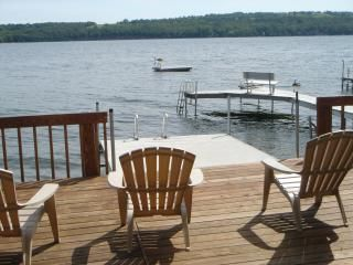 Spend your vacation on beautiful Owasco Lake!