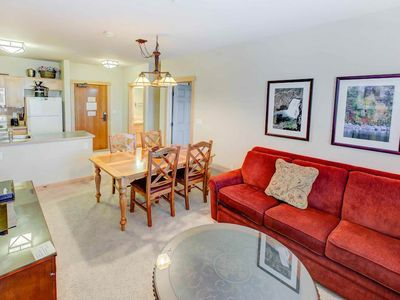 Photo for Stunning mountain condo, walking distance to Eagle Express w/ year round activities
