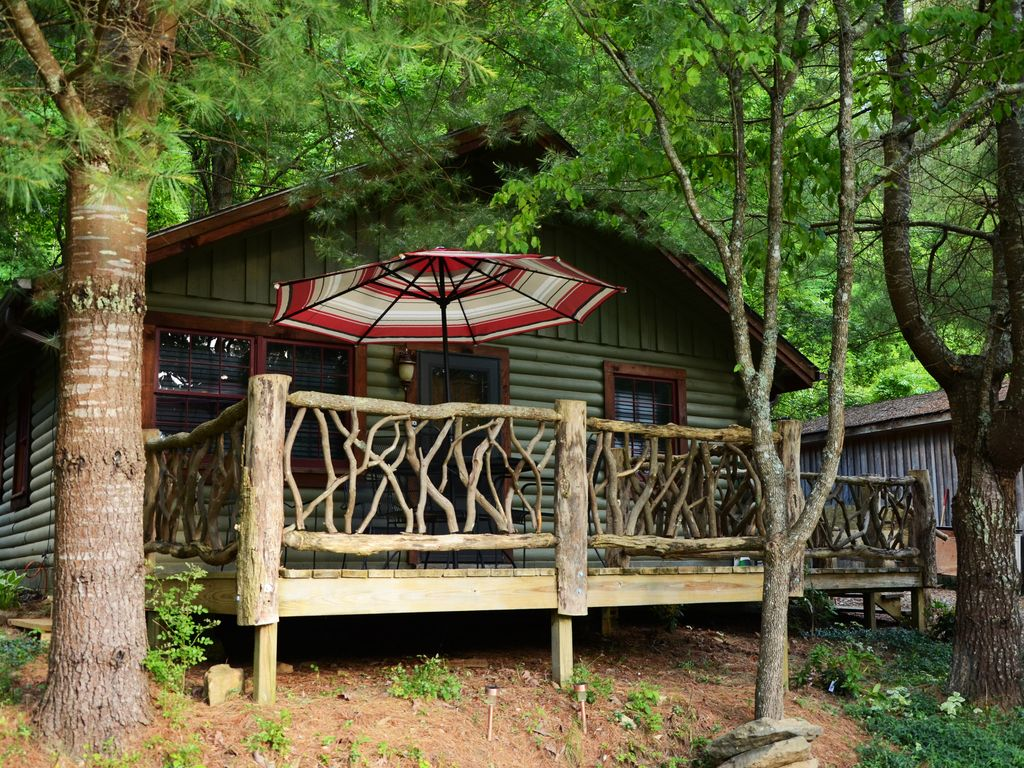 Cozy lake front cabin with hot tub amazing spring and for Winter cabin rentals north carolina