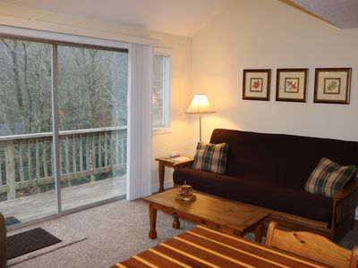 Photo for Walk to the slopes from this cozy, top-unit Briarcliff condo.