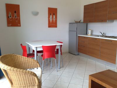 Photo for 1 bedroom apartment 40 metres from the main beach.