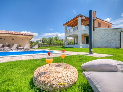 Photo for Delightful countryside villa with pool near Porec