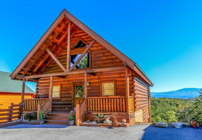 Recently built 2 bedroom, 2 1/2 bath cabin with all new furnishings and a view!
