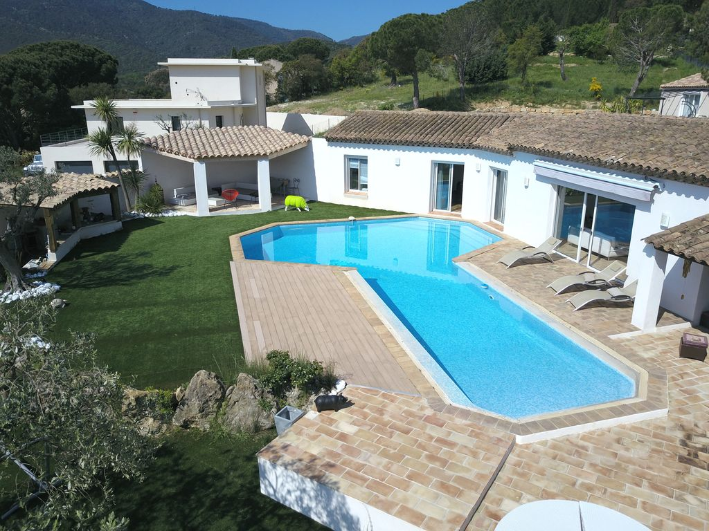 Contemporary Villa Surrounded By Greenery La Garde Freinet Provence