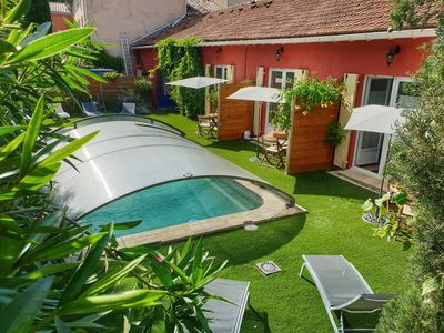Photo for Charming cottage with jacuzzi and swimming pool in the heart of the village of Vacqueyras