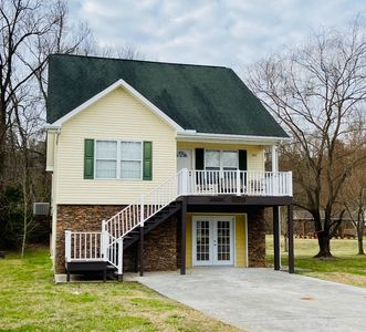 NEW RENTAL! Riverfront Cottage Theater+Games*Min to PF Pkwy