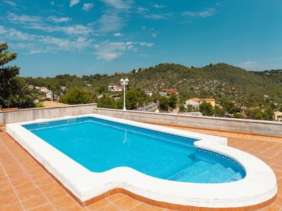 Photo for Lovely apartment for 10 guests with WIFI, A/C, private pool, TV, balcony, pets allowed and parking