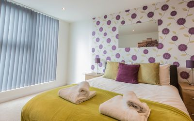 Photo for Paramount, Town Centre, 1 Bedroom Apartment with Balcony
