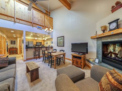 Photo for Condo with shared pool, tennis and hot tubs - near skiing!