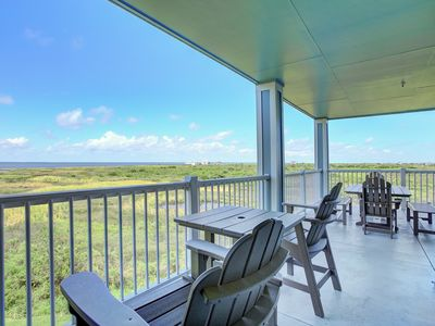 Photo for 15% Discount Sunday thru Wednesday! Fabulous Bay Views! Book Now For Vacation Fun at Island Getaway!