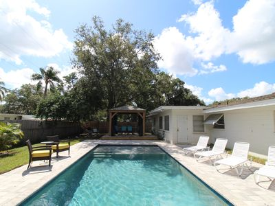 CLOSE TO BEACHES/ ELEGANT & PRIVATE POOL / 3BR 2BA MID CENTURY MODERN!