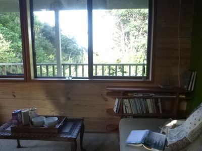 Photo for Cabbage Tree: Cosy home with bush and beach beyond