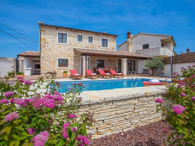 Photo for Holiday home with private swimming pool, fenced yard and trampoline, near Pula