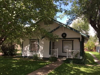Photo for Cozy Craftsman Cottage Near Historic Downtown!  Close to Food, Shopping & NAU