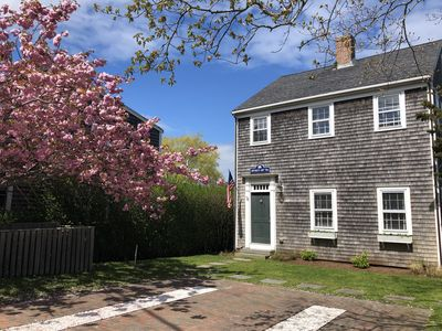Immaculate 4BR with Ideal Location - steps to center of Town and the Beach!