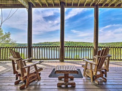 Spacious Cabin on Dale Hollow Lake w/Hot Tub!