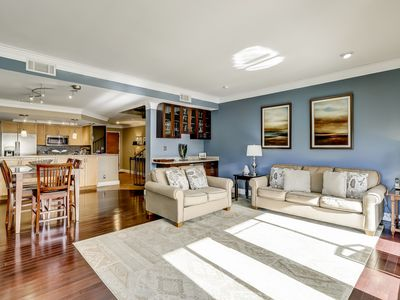 Photo for Condo w/ bay view and balcony - close to the beach!