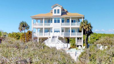 "Photo for Ready To Rent Now! Upscale Beachfront East End with Private Pool! Pets welcome, Elevator, Wi-Fi, Free Beach Gear, 5BR/5.5BA ""Aisle Of Palms"""