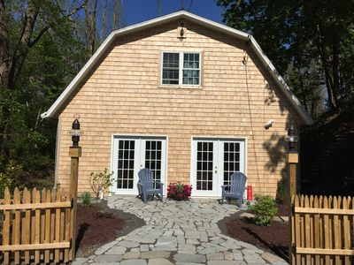 Photo for Cozy Lake Cottage and just a short drive into the village of Skaneateles!