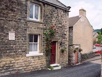 Really well positioned in Eyam village, cosy and well equipped