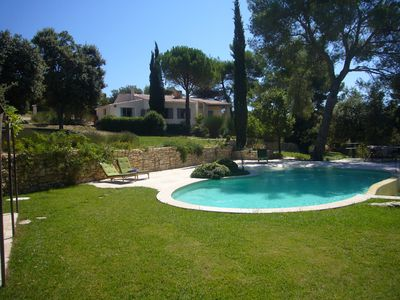 Photo for Provençal farmhouse in the heart of Luberon