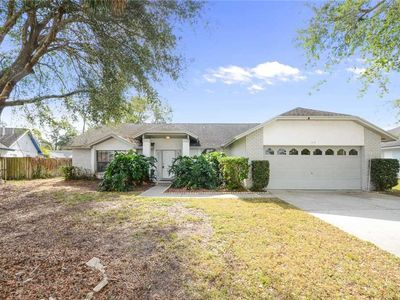 Photo for 3 Bedroom 2 Bath Pool home is 4 miles from Disney and close to shopping (2073)