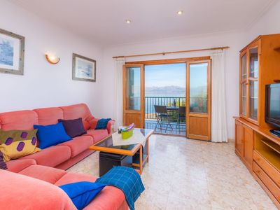 Photo for Apartment with Mountain View and directly on the Sea, with a Terrace and Wi-Fi