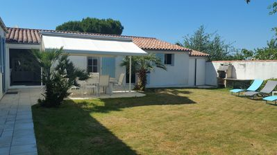 Photo for Villa - 10 People - Garden - Internet - Seaside - Beach - Ile de Ré