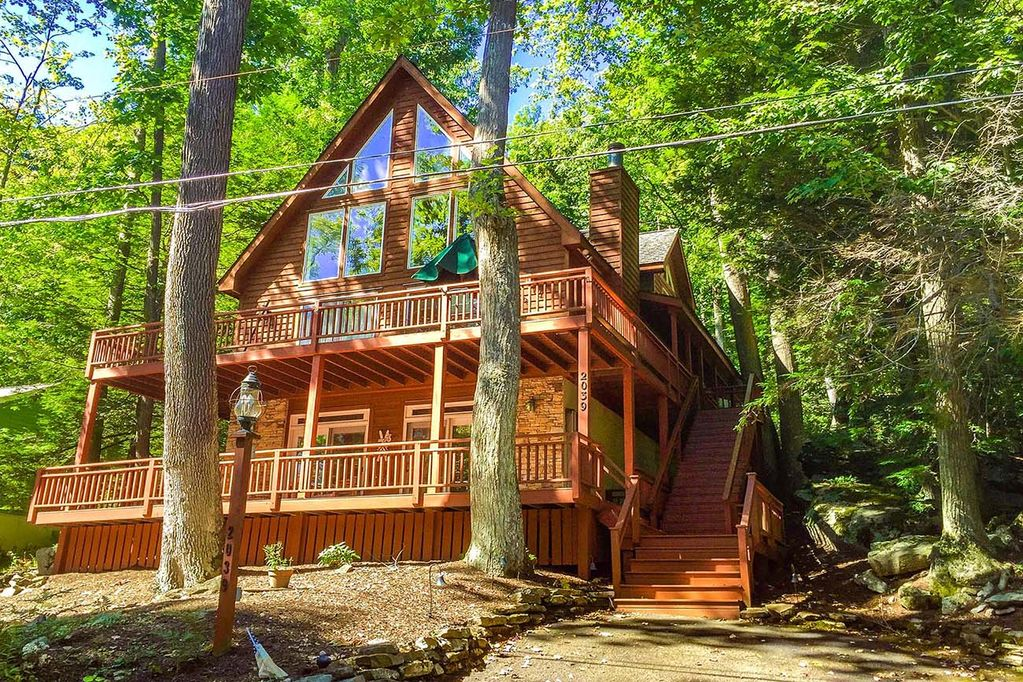 All Decked Out 5 Bedroom Split Lakefront W Private Dock