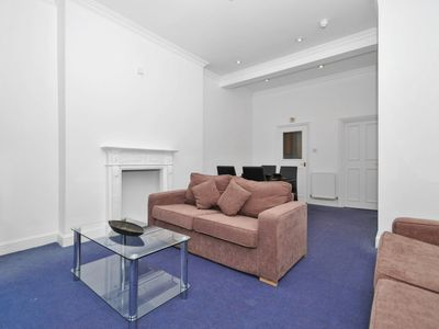 Photo for Apartment 1.1 km from the center of London with Washing machine (632456)