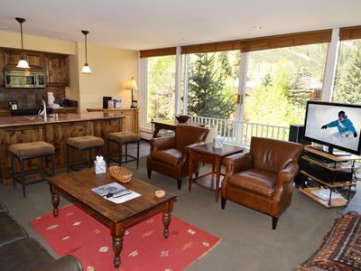 Deluxe 1 bedroom condo, great views on Aspen, 1.5 blocks to downtown.Dur101A